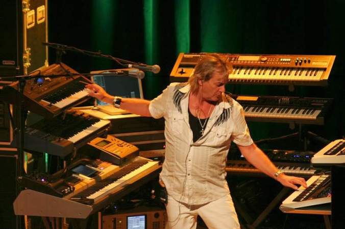 Geoff Downes. Ain't nothing wrong with a Buggle in Yes.