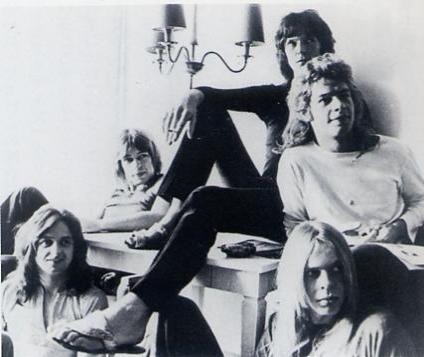 Yes 1972, clockwise from top: Chris Squire, Bill Bruford, Rick Wakeman, Jon Anderson, Steve Howe.
