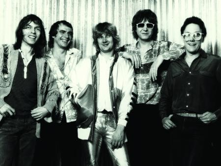 Yes 1980, L-to-R: Steve Howe, Alan White, Geoff Downes, Chris Squire, Trevor Horn.